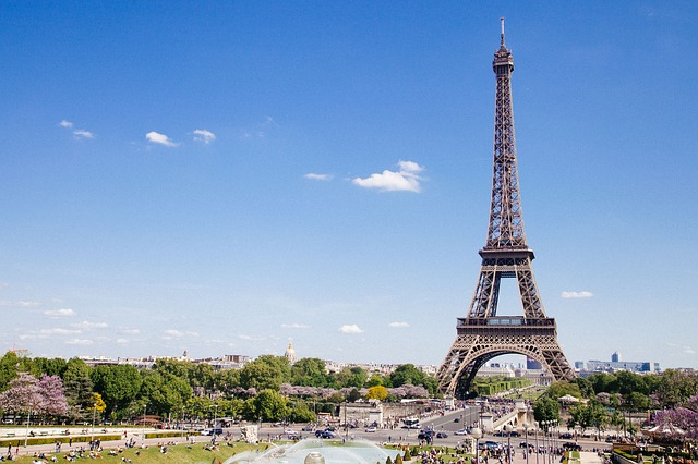 Live, travel and make money as a digital nomad in Paris! (It's not as expensive as you might think)